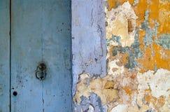 削皮墙壁油漆 库存图片
