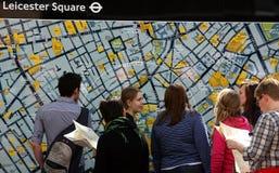 前伦敦映射游人 免版税库存图片