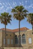 前卡默利特平纹薄呢修道院的古老大厦在海法 免版税库存图片