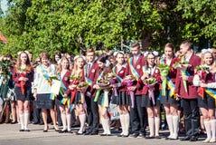 前响铃卢茨克第11年级高中14 29 05 2015晴朗的夏日 库存图片