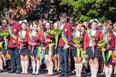 前响铃卢茨克第11年级高中14 29 05 2015晴朗的夏日 免版税库存图片
