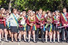 前响铃卢茨克第11年级高中14 29 05 2015晴朗的夏日 图库摄影