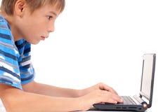 前孩子膝上型计算机 免版税图库摄影