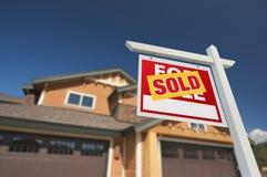 前家庭房子新的销售额符号出售 库存照片
