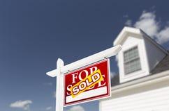 前家庭被出售的房子新的销售额符号 免版税库存图片