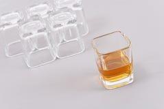 前射击威士忌酒 免版税库存图片