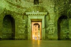 前庭 皇帝Diocletian的宫殿 已分解 克罗地亚 免版税库存照片