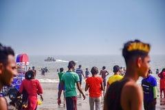前往为乐趣和游览的大量到海滨或海滩在亚洲附近印度 库存图片