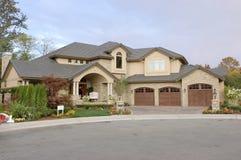 前房子销售额视图 免版税库存图片
