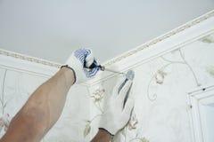 前提修理和设计  窗帘杆持有人的设施 库存图片