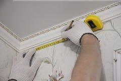 前提修理和设计  窗帘杆的标号 库存照片