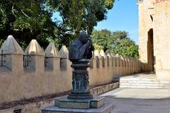 前方圣多明哥大教堂的艺术和墙壁  免版税库存照片