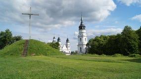 前景十字架的波兰Chelm教会 免版税图库摄影