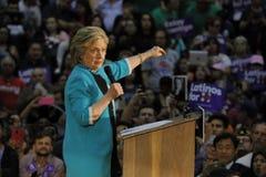 前秘书希拉里・克林顿为总统竞选在东洛杉矶学院Cinco de马约角, 2016年 免版税图库摄影