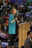 前秘书希拉里・克林顿为总统竞选在东洛杉矶学院Cinco de马约角, 2016年 库存照片