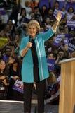 前秘书希拉里・克林顿为总统竞选在东洛杉矶学院Cinco de马约角, 2016年 免版税库存照片