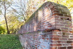 前罗马教皇的堡垒的中世纪墙壁在费拉拉 库存图片