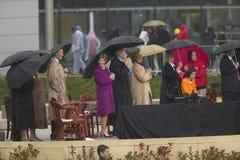 前美国总统乔治在阶段的HW布什、劳拉・布什,美国乔治・ W.布什总统,前美国第一夫人和当前美国参议员希拉里・克林顿, D- NY和其他在威廉J.克林顿总统中心的盛大开幕式仪式期间在小石城的, AK 2004年11月18日 布什、前美国第一夫人和当前美国参议员 库存图片