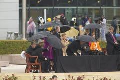 前美国总统比尔・克林顿,前美国第一夫人和当前美国参议员希拉里・克林顿, D- NY,他们的女儿Chelsea和其他在威廉J.克林顿总统中心的盛大开幕式仪式的期间阶段在小石城的, AK 2004年11月18日 希拉里・克林顿, D- NY,乔治W总统 布什和o 免版税图库摄影
