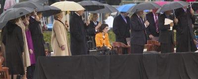 前美国总统比尔・克林顿,美国希拉里・克林顿,前总统乔治在阶段的HW布什,巴巴拉・布什和其他在威廉J.克林顿总统中心的盛大开幕式仪式期间在小石城的, AK 2004年11月18参议员日 希拉里・克林顿,前总统乔治在阶段durin的HW布什,芭芭拉・布什和其他 免版税库存照片