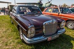 1958年前苏联领导人列昂尼德增殖比280 S拥有的奔驰车 库存照片
