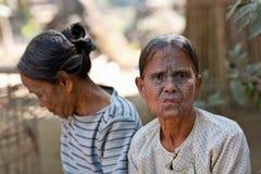 前被刺字的缅甸人奇恩角部落妇女 免版税库存图片