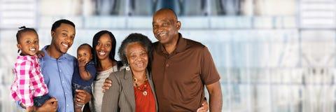 前辈与家庭的已婚夫妇 免版税库存图片