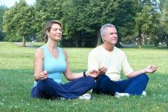 前辈瑜伽 免版税库存图片