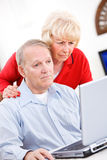 前辈:计算机问题混淆的夫妇 免版税库存图片