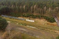 前边界设防的航空摄影在GDR和悬浮角速度陀螺仪之间的 露天陈列在Kaiserwink附近的一个森林里 免版税库存照片
