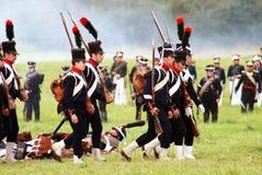 前进与枪的战士。 免版税库存图片