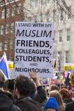 前进在伦敦的抗议者没有回教禁令示范 免版税图库摄影