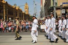 前进在澳大利亚天期间的参加者在墨尔本游行 图库摄影