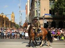前进在澳大利亚天期间的参加者在墨尔本游行 库存照片