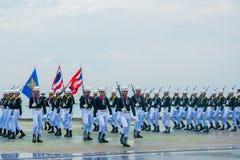 前进海军的游行执行花梢操练国际Fle 免版税图库摄影