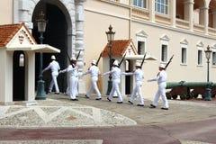 前进的卫兵,王子` s宫殿,摩纳哥市 库存图片