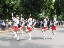 前进的游行比赛的军乐队女队长在全国champi期间 库存照片