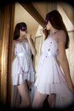 前镜子妇女 图库摄影