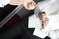 前镜子诉讼婚礼 免版税库存照片