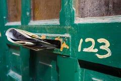 前门信件槽孔 库存照片