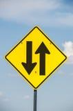 前面双向交通标志 库存照片
