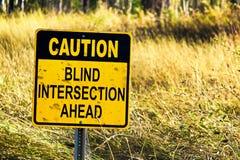 前面小心盲目的交叉点标志的特写镜头 图库摄影