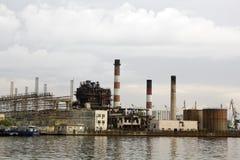 前面的发电站 免版税库存照片