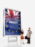 """前面的微型人†""""人与英国和欧盟旗子的一个广告牌为2016年公民投票结合了 库存照片"""