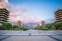 前面霍尔和八座塔的看法佛光山菩萨寺庙的 美好和平安的情景 免版税图库摄影
