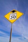 前面30英里/小时标志 免版税图库摄影