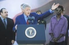 前总统比尔・克林顿讲话在戈尔/利伯曼的一次总统集会11月2日2000年在鲍德温小山, Californ 库存照片
