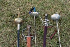 剑和军刀 免版税库存图片