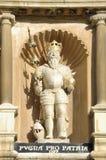 剑桥学院我詹姆斯国王雕象三位一体 库存图片