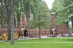 剑桥麻省, 6月30日:哈佛马休斯霍尔大厦在从剑桥Massachusettes国家的哈佛校园里的美国 库存照片